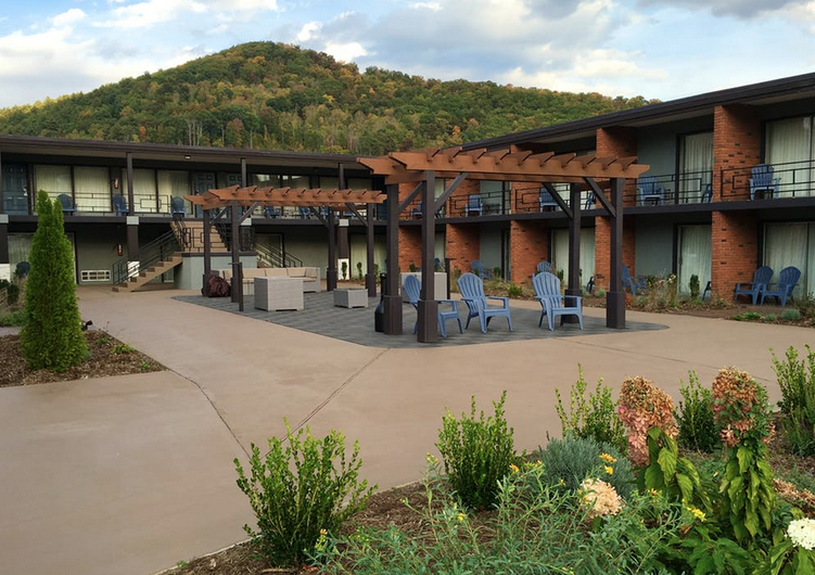 beaucatcher motel courtyard